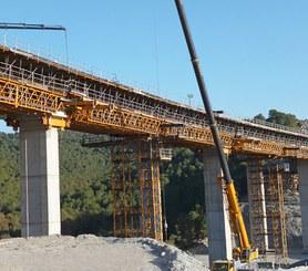 Cercha H-33 en la construcción del puente Gorgocha en Granada, España.