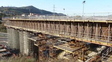 Viaducto sobre el río Nervión, Arrigorriaga, España